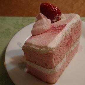 苺と練乳のふわふわシフォンケーキ